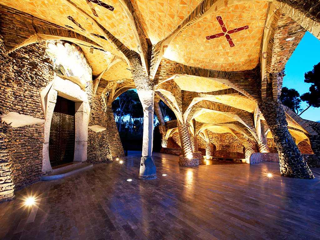 Cripta de Gaudí e Colónia Güell